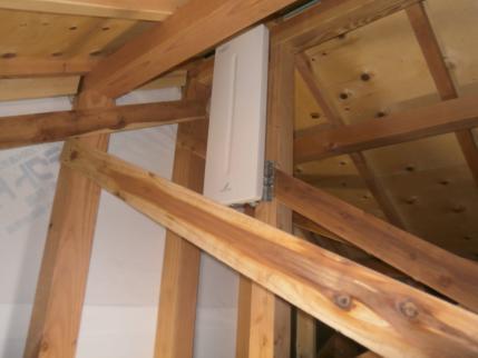 千葉県松戸市の新築にて地デジアンテナ工事を実施。UAH810を屋根裏に設置