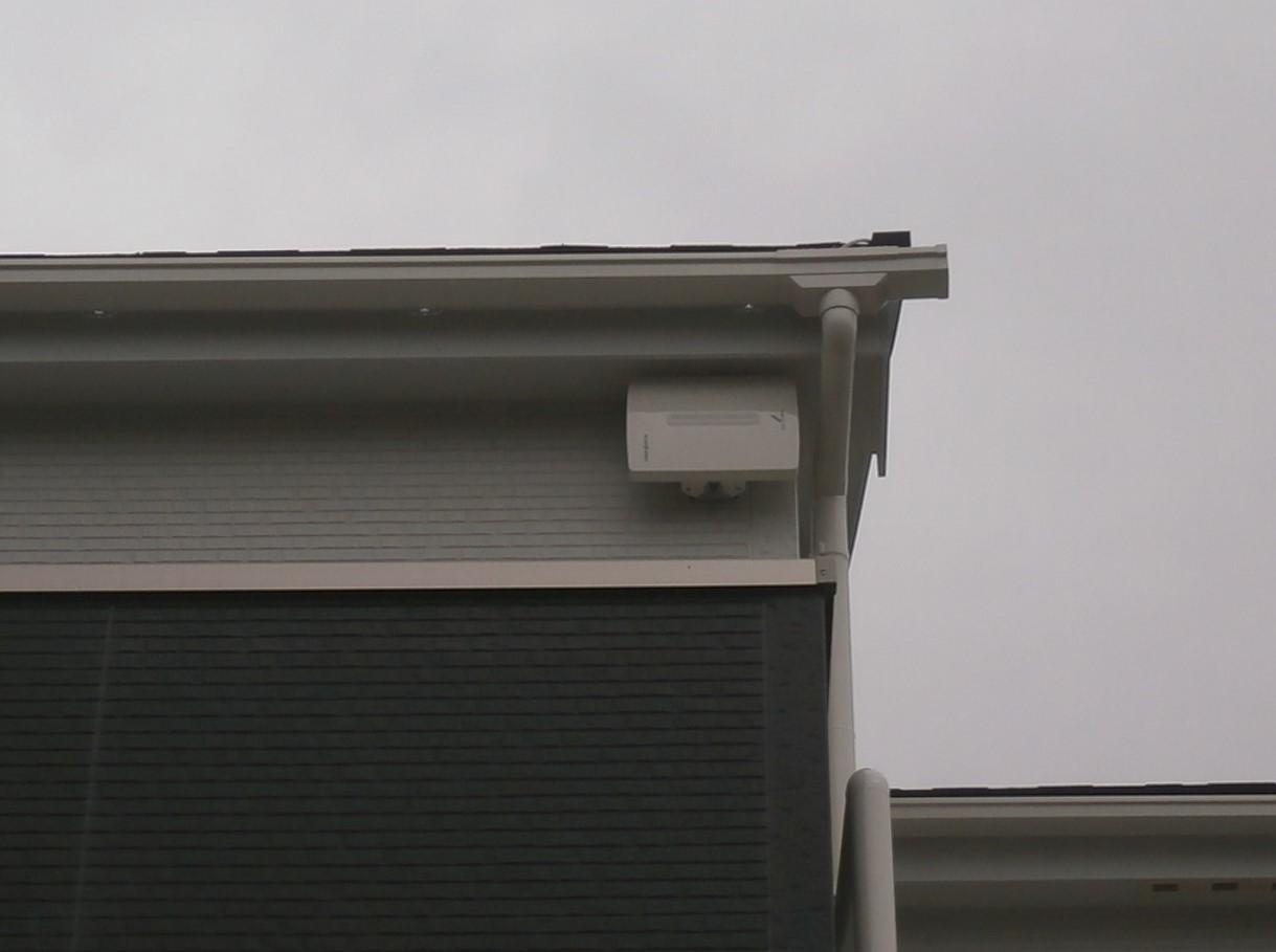 神奈川県茅ケ崎市の新築にて地デジアンテナ工事。UAH500垂直取付け