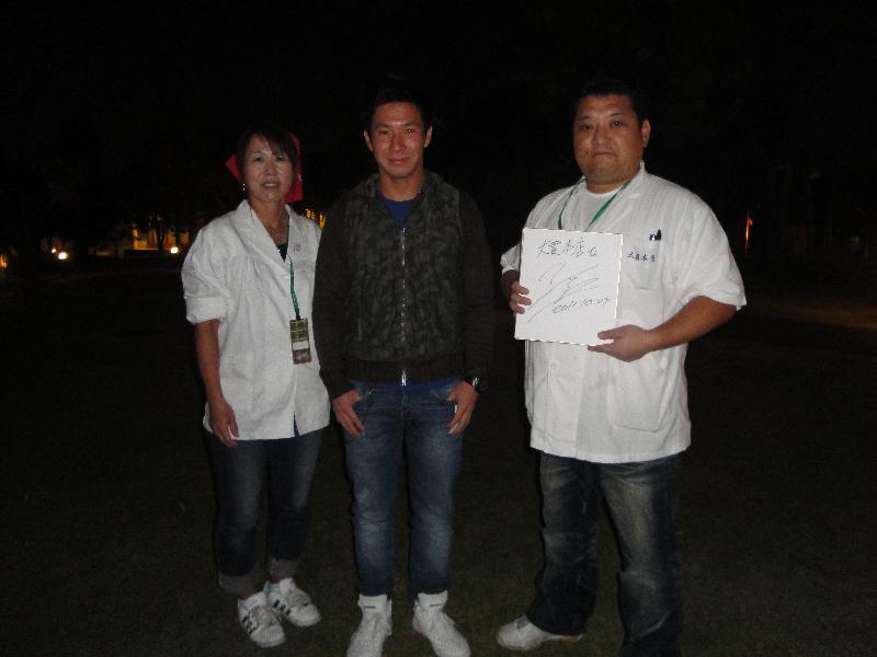 小林可夢偉氏のサインで記念撮影