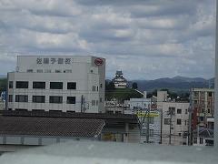 キヨミズキャンパスから掛川城を望む