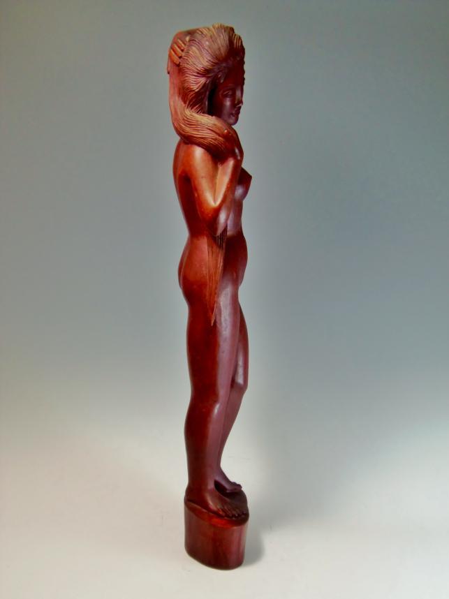 木彫り女性
