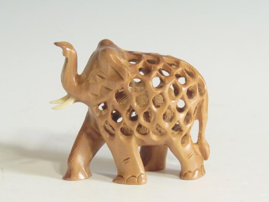 木彫り子持ち象
