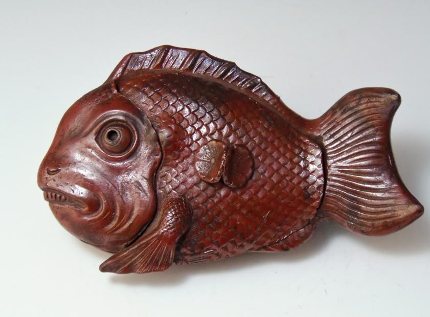 魚陶器置物